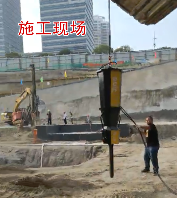 """""""愚公斧""""动力十足城市建设基坑挖掘工程现场"""